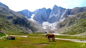Park Narodowy Pirenejów i widok na Vignemale, najwyższy szczyt Pirenejów Francuskich