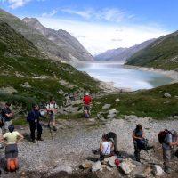 Alpy Walijskie, Szwajcaria. jezioro Mattmarksee przy szlaku na Monte Moro